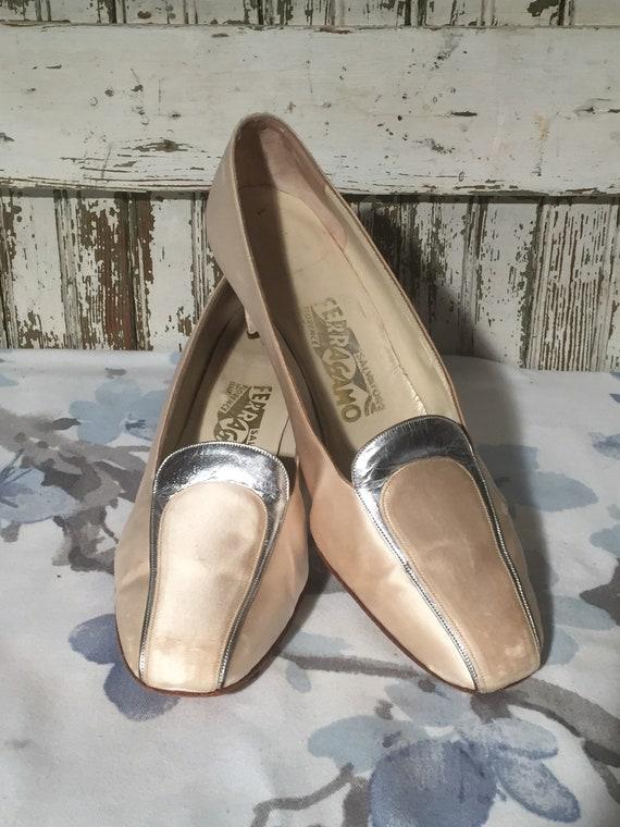 Vintage Ferragamo Women's Slip On Kitten Heels siz