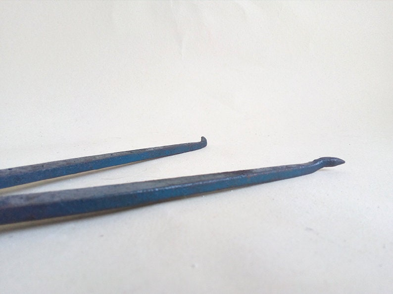 Vintage Locksmith Blue Metal Compass for Internal Measurements Locksmith Tool Antique Metal Tool.