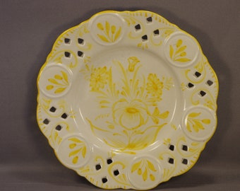 """Casafina-Portugal 9"""" Reticulated Yellow & White Floral Wall Plate-Vtg. Crazed #724YL"""