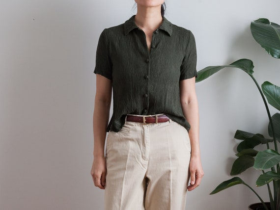 forest green short sleeve blouse / textured fabric