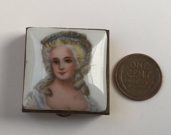 Petite Porcelain Portrait Pillbox