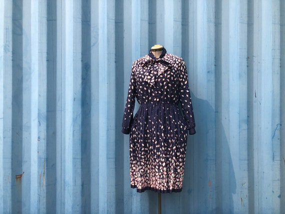 PLUS SIZE- 1970's pussybow dress