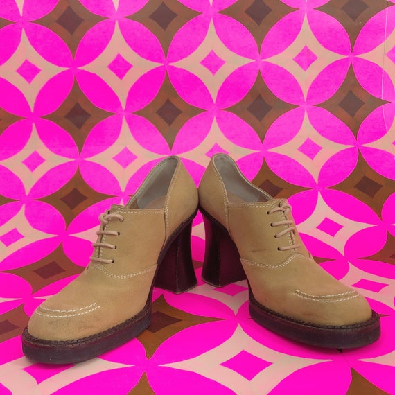 SIZE 7 - Vintage High Heels Closed toe Shoes - Tan