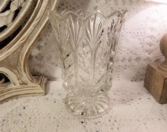 Crystal saw toothed pedestal vase