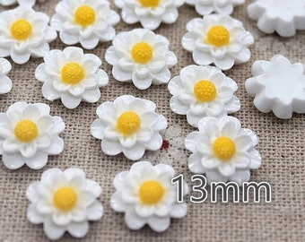White and yellow flower embellishments, 13mm
