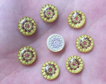 Round patterned cabochon, 10mm yellow