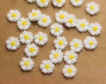 White daisy embellishments, 9mm
