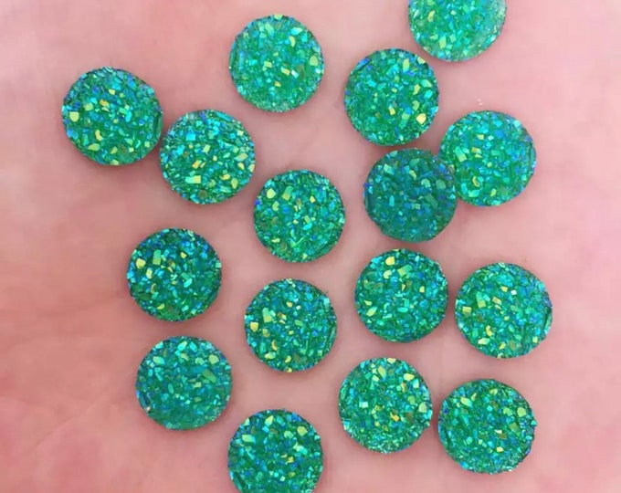 Featured listing image: Round resin green cabochon, 10mm