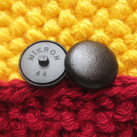 Crushed  Velvet 36L//23mm Silver Upholstery Fabric Covered Buttons