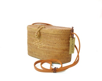a664a653b986 Rattan Round Bali Bag Women Handwoven Bag Vintage Purse Bohemian Bag Wicker  Purse Crossbody Leather Bag (Benoa Bag)