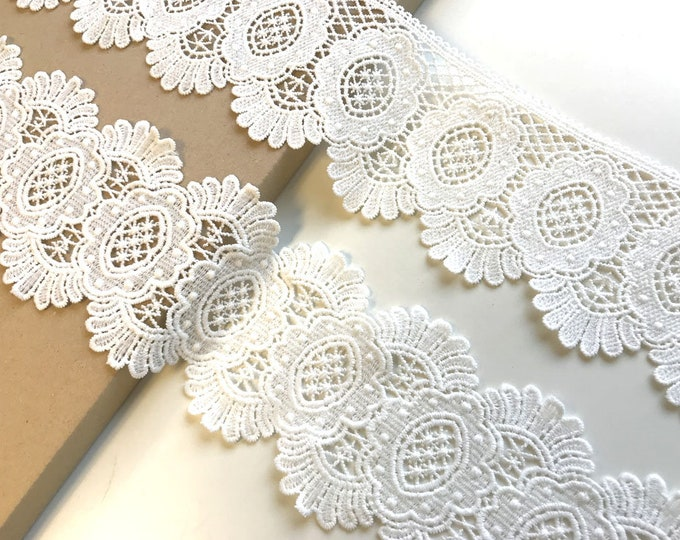 """Off White scallop 4"""" width, ending edge 3 1/2"""" width lace trim"""