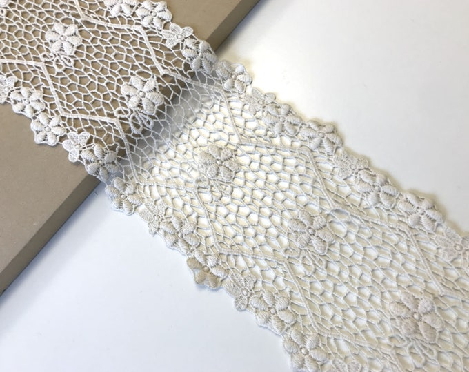 "Natural color 6"" scalloped lace trim"