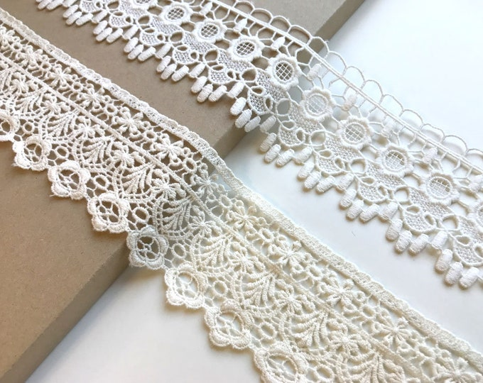Off white, Natural 2 kind of width and shape lace trim