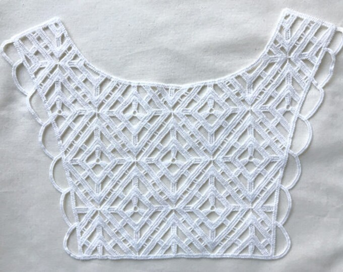 Geometric shape off white lace patch