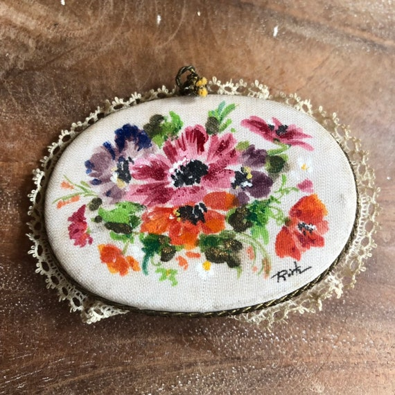 Hand painted on fabric 40s  Oval Brooch