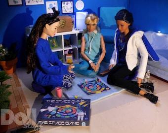 Barbie Miniatur Spiel Spielbrett mit Figuren und Schachteln 1/6 für Mode Puppen miniature game 1/6 for fashion dolls