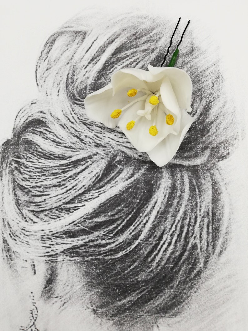 White tulip Hairpin with tulip flowers Hair ornaments Flower hairpin Ornaments for a wedding hairstyle Flowers at the hair Dry flowers tulip
