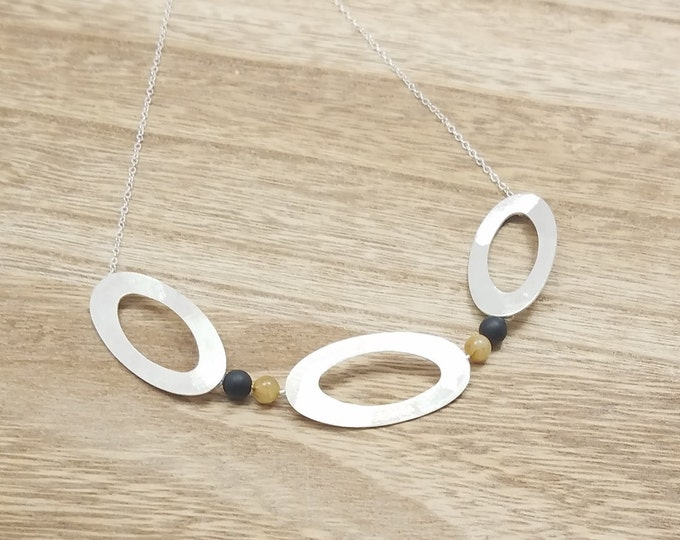 BUNT COLLECTION - Three Ovals with Black and Gold Gemstones Necklace - Geometric Necklace - Minimalist Jewelry