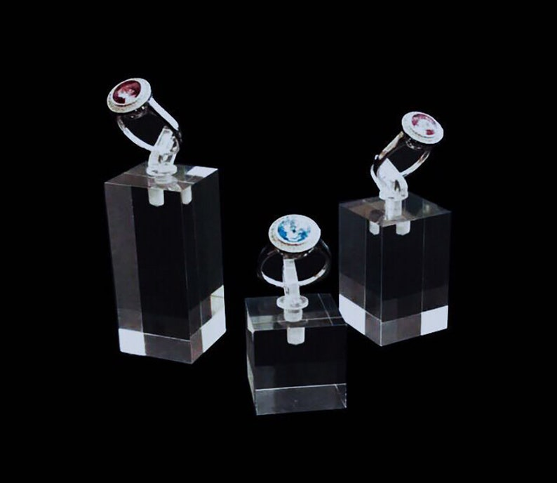 1f1fd11ba0cf8 Modern Clear Acrylic Ring Display Stands Riser Fine Jewelry Display  Exhibition Shows Photos Stands Fashion Elegant Set of 3 PCs