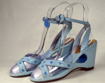 a4b2206ad6449f 1950s 2 Tone Blue Polka Dot Leather Wedge Sandal Tie Ankle Straps True 50s  Vintage Shoes Estimated Sz 6 WEDGIE Cut-Outs RONEY PLAZA