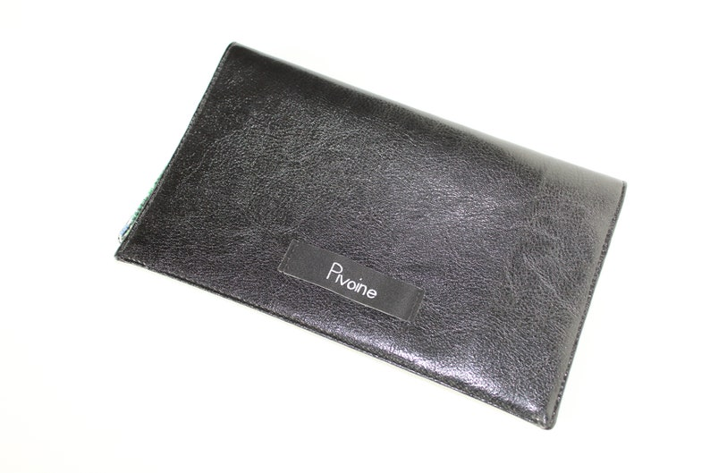 Glossy black checkbook