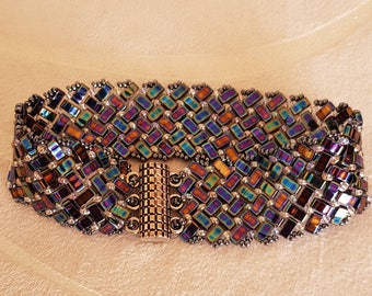 Blue bracelet with multicolor Sheen