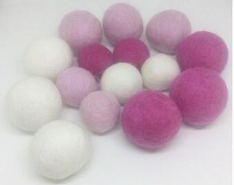 Set of 30 balls of wool
