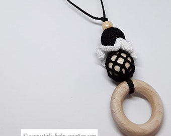 model nursing and Babywearing necklace black and white