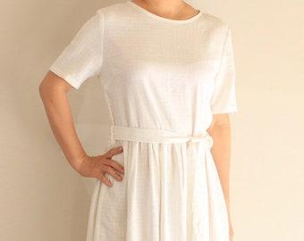 Einfaches weißes Leinen Kleid mit Riemen Detail - Leinen Kleid, a-Linie Kleid, Freizeitkleid, Sommerkleid, knielang, Leinen Damenkleidung
