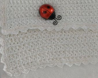 Cotton thread knitted blanket