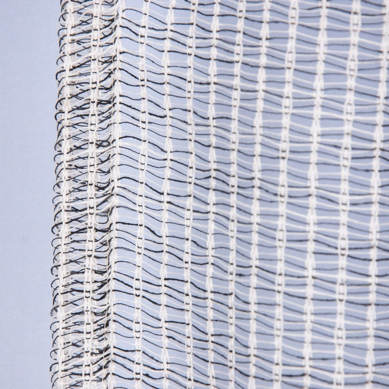 Prefabricated gardine scarf with loop band coarse web structure white black 140 x 245 cm