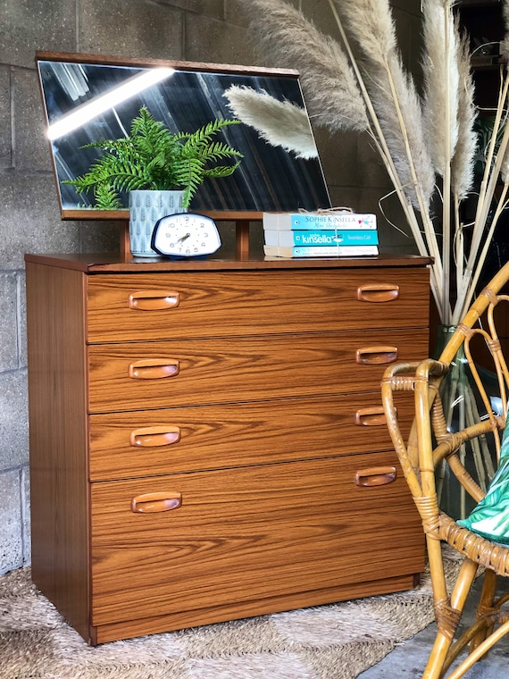 Schreiber Dressing Table with Drawers and Tilting Mirror