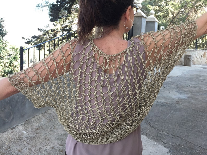 Hand-woven two-handed jumper with golden fantasy tape with an original draft.