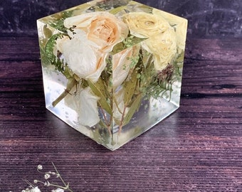 Funeral flower preservation keepsake - memorial flowers set into a resin cube - 6.5cm