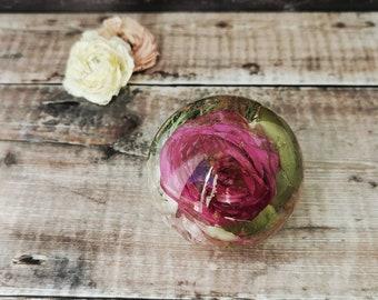 Funeral flower preservation, memorial keepsake, funeral paperweight, flower preservation, remembrance gift, loss gift, resin sphere