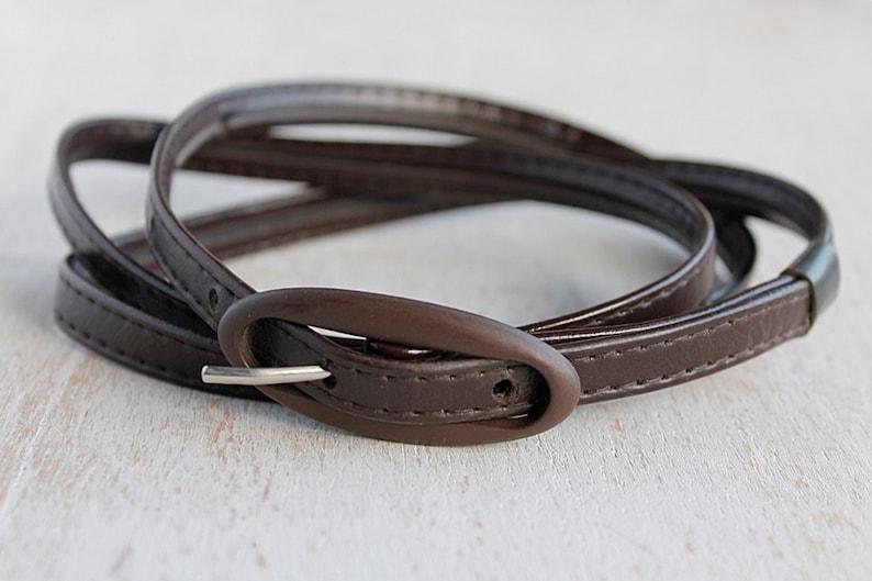 f05438a15a4 Ceinture Slim marron foncé ceinture en simili cuir Vintage