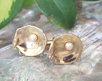 Gold Oyster cuff links with pearl Hickok USA, Father's Day, vintage 60's cuff links, men's accessories, gift for the man who has everything