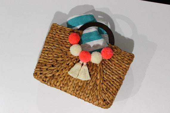 Handmade customised pom pom straw bag, Straw beach bag witth pom poms and tassels, Tassel pom pom rattan bag