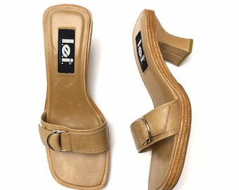 cce36597f9e8 Vintage 90s Y2K LEI Womens Tan Nude Buckle Faux Leather Wood Heels Slides  Sandals Size 8