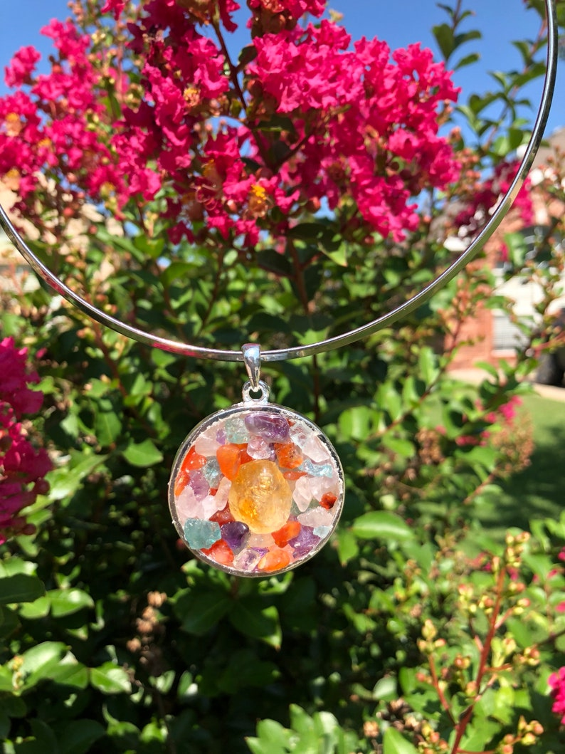 Citrine gemstone on a Silver Plated Circle Bezel with a combination of mix tumble chips