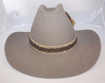 Biltmore Mens Cowboy Hat Size 7 - 56cm Hedley Style Desert Tan Feather Band  and Box Vintage 1960s b851fd357d62