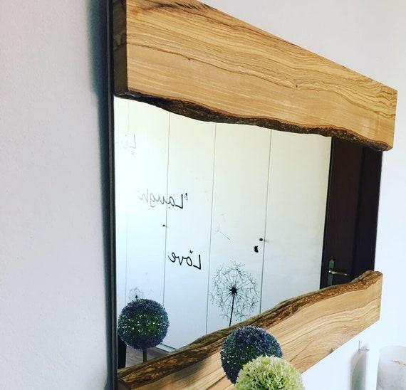 Specchio da parete con cornice in legno di ulivo