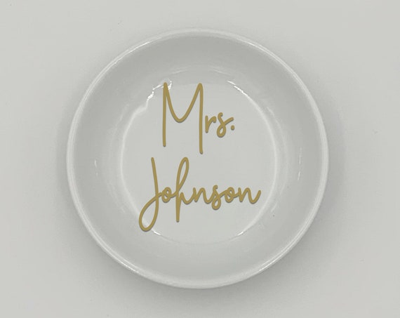 Personalized Mrs Ring Dish ~ Round or Square ~ Ring Bowl ~ Ring Holder ~ Wedding Gift ~ Engagement Gift ~ Bride Gift ~ Valentines Gift