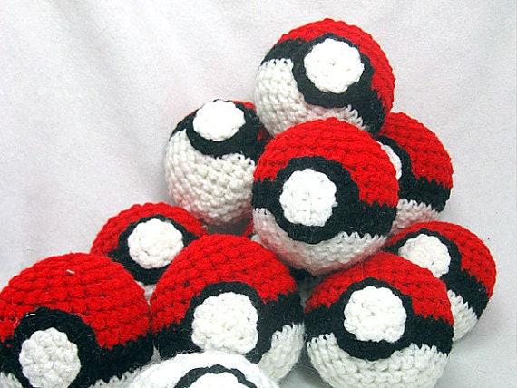 How to Make A Crochet Ball (+Pokeball Pattern) | Pokemon crochet ... | 428x570