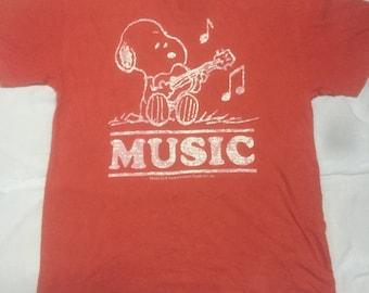 SALE!! Vintage Snoopy Peanut Tshirt United Feature Syndicate Inc Medium size M