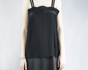 Long black dress with pleated