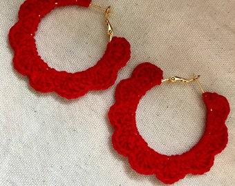 Scalloped hoop earrings
