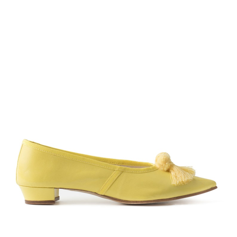 Paoul Elizabeth 18th century yellow kid woman shoes style image 0