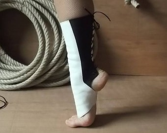 Guetre all in leather, color black and white, for Cirque ( boots of the trapeze fabrics air hoop, gaiters, aerial boots)