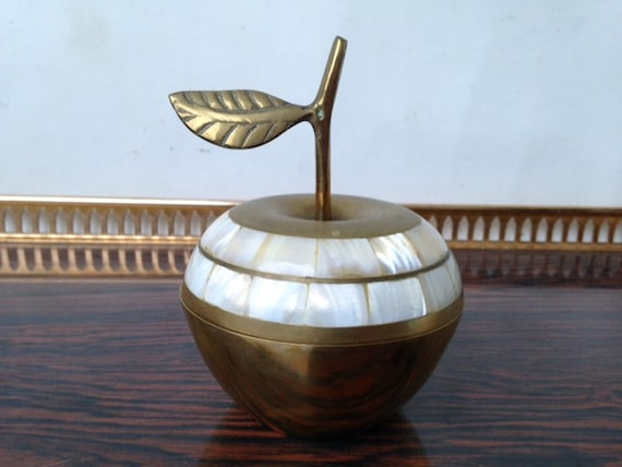 Vintage apple, brass and mother-of-pearl apple, de